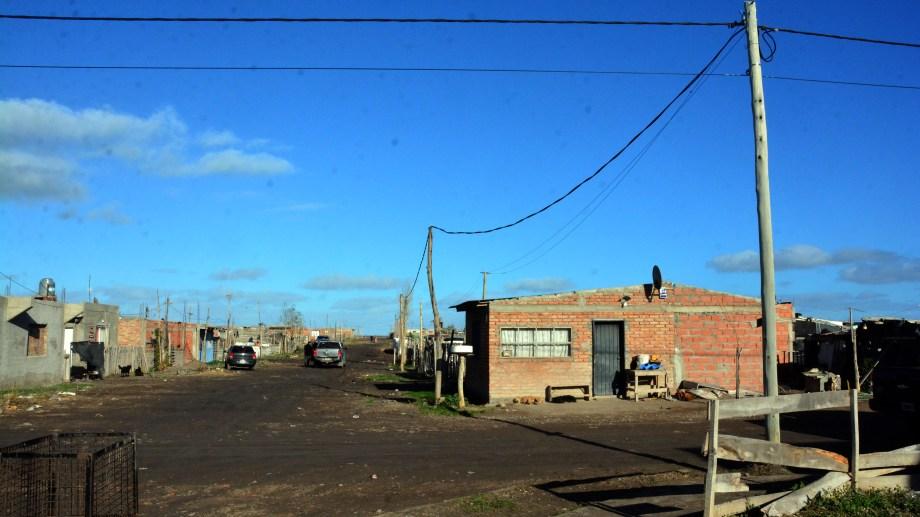 La empresa prestadora de energia electrica EDERSA regularizara el servicio en barrios de Viedma, como en Esperanza. Foto : Marcelo Ochoa