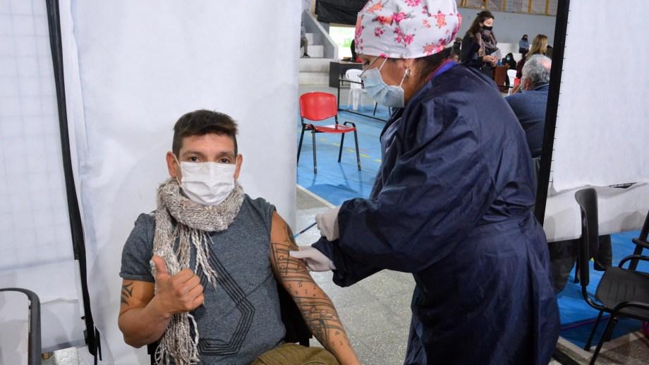 En Río Negro se empezó a vacunar a mayores de 18 años. (Foto Marcelo Ochoa)