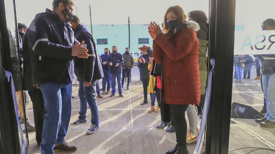 La gobernadora participó la semana pasada de la inauguración de las oficinas de la empresa en Los Menucos.