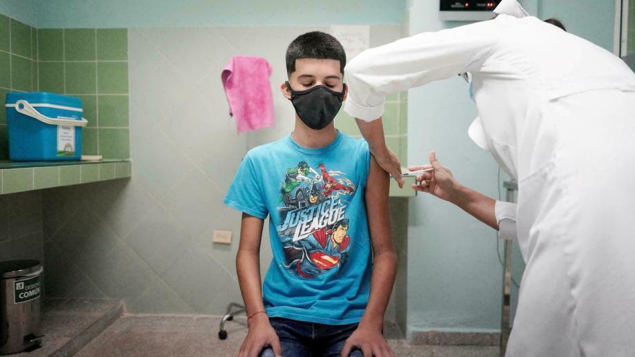 En esta primera etapa se aplicarán 13.440 dosis de la vacuna moderna. (Gentileza).-