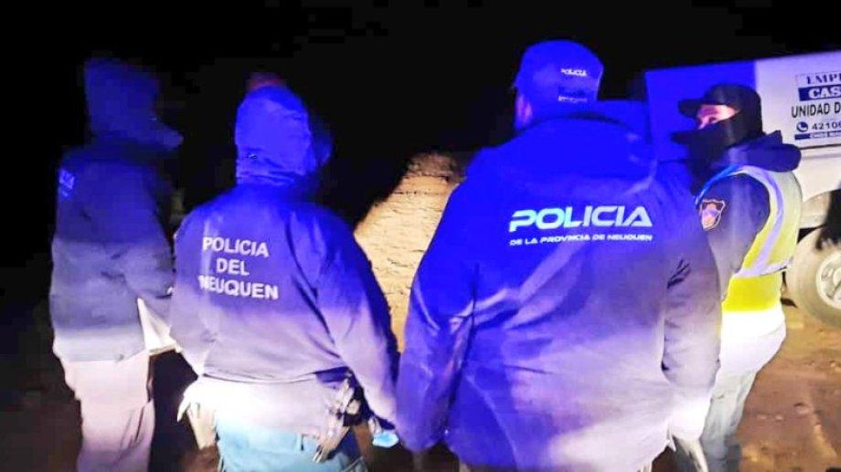 La policía encontró un arma, que sería la usada en el crimen. (Gentileza Entre Cordilleras).-