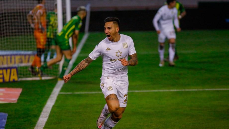 Javier Correa festeja el primer gol de Racing contra Aldosivi  por la tercera fecha del campeonato de la LPF en Mar del Plata. Foto: Diego Izquierdo/cf/Telam