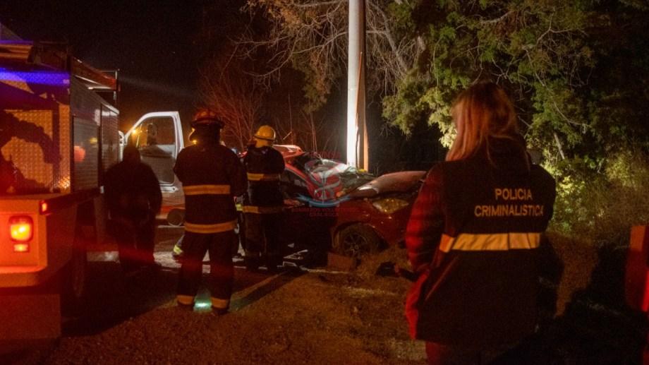 Murió un hombre tras chocar en la calle Vitterbori. Fotos: Gentileza bomberos voluntarios