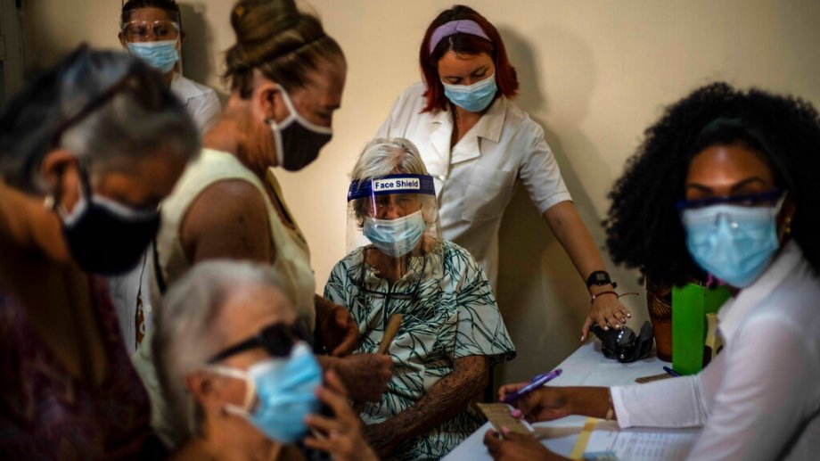 Más de 3 millones de de los 11,2 millones de cubanos ya recibieron al menos una dosis de la vacuna Abdala. (Foto: AP)