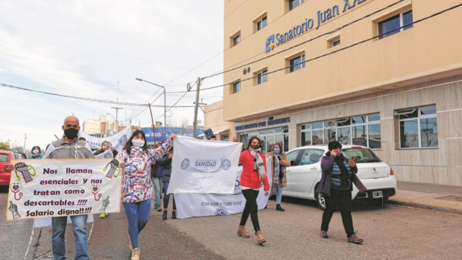 Los trabajadores del sector se movilizaron la semana pasada por las calles de la región. Reclaman un aumento salarial del 45%. (Foto: Juan Thomes)