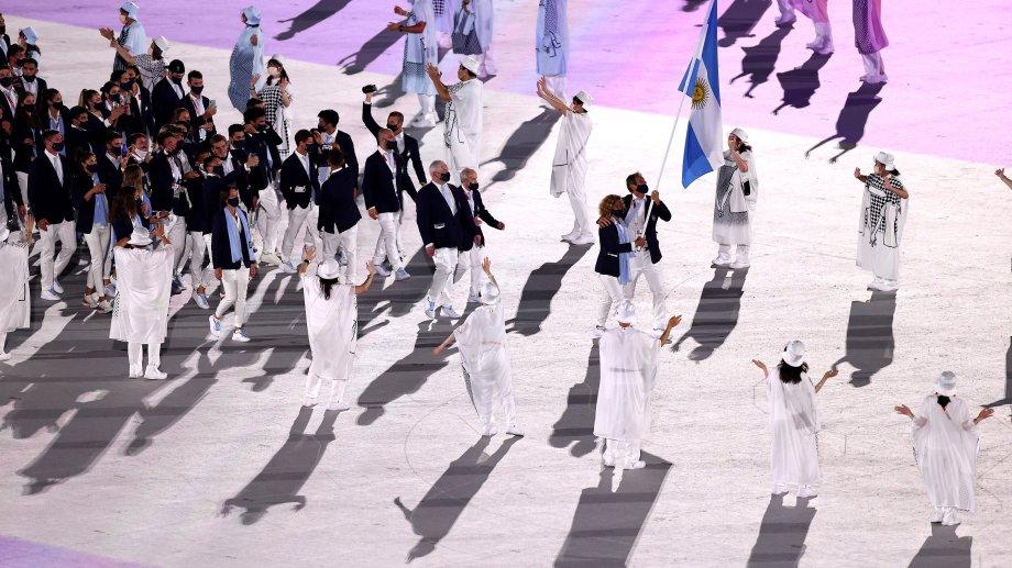 La delegación argentina desfiló en la ceremonia inaugural de Tokio.