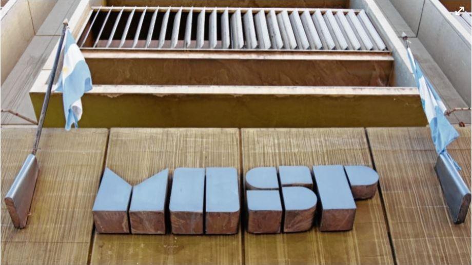 El ministerio de Economía consideró que fue una colocación exitosa. Foto: Florencia Salto.