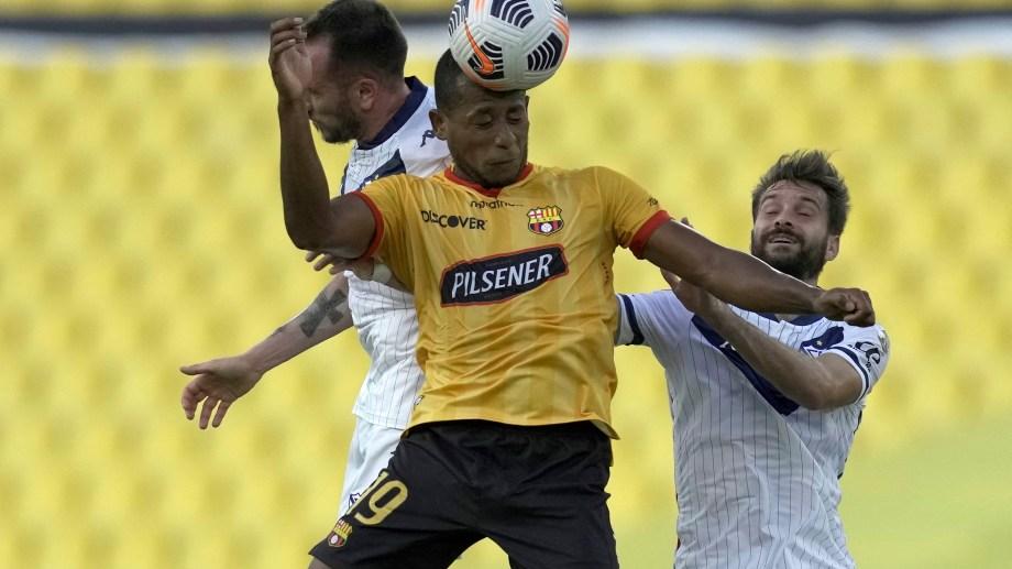 Vélez no pudo con Barcelona en un partido que tuvo muchas idas y vueltas.