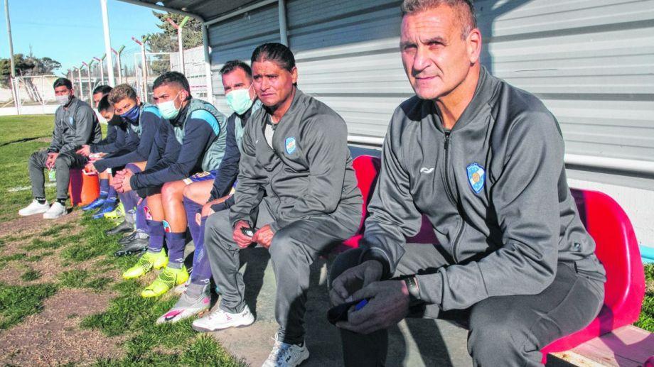 Islas debutó como entrenador de Sol de Mayo el domingo pasado con un empate de local. (Foto: Pablo Leguizamón)
