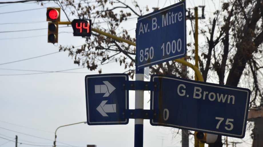 Un segundo reloj indicador de tiempo fue instalado en otro semáforo de Regina. (Foto Néstor Salas)