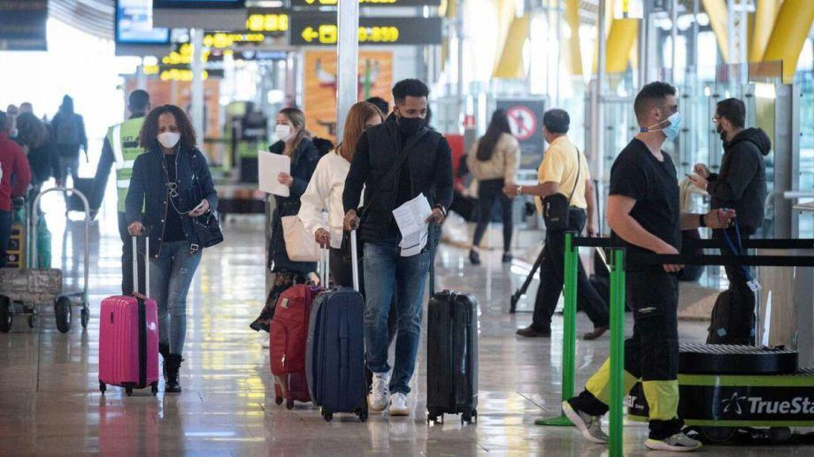 El viajero dio negativo antes del vuelo y también en su llegada a Argentina.
