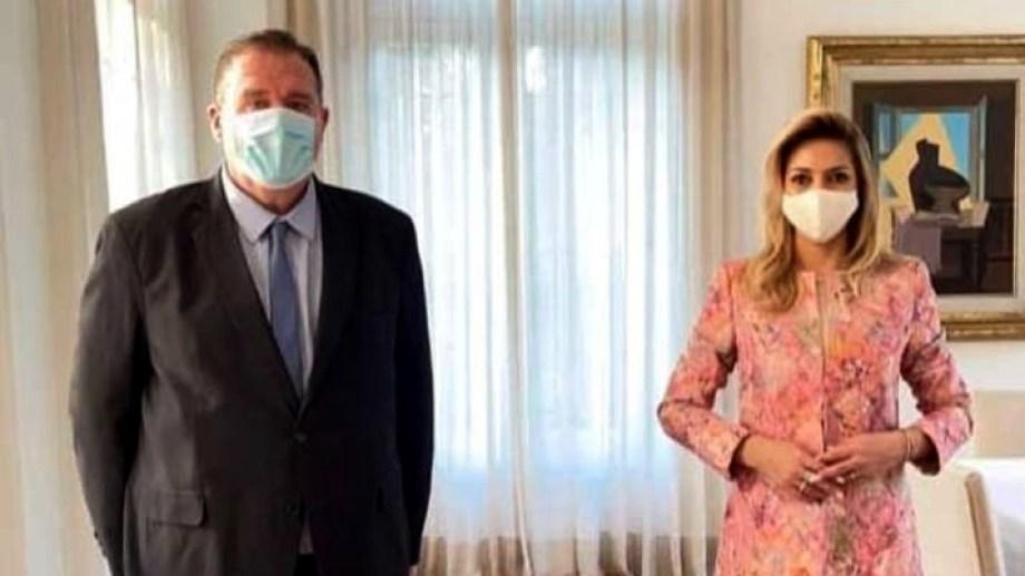 Orazi se reunió con Fabiola Yáñez para anunciar la construcción de un vacunatorio pediátrico. (Foto gentileza)