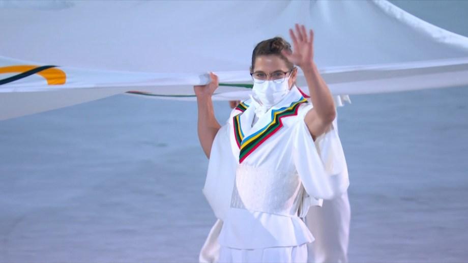 La Peque llevó la bandera olímpica.