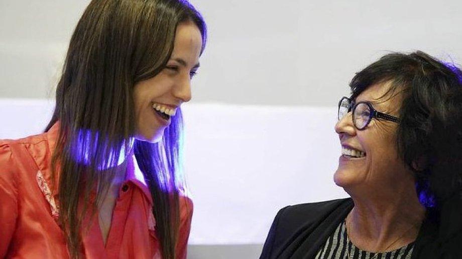 La secretaria de Gobierno de la municipalidad de Centenario, Tanya Bertoldi, recibió el apoyo de la senadora Silvia Sapag (@sapag_silvia)
