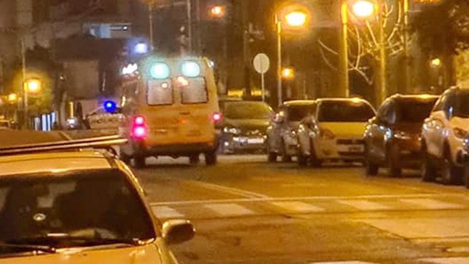 La ambulancia que anoche trasladó a Mónica Jara hasta el aeropuerto para el vuelo sanitario. Foto: Gentileza.