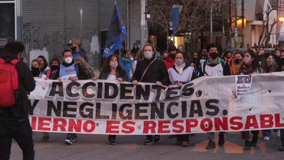 La marcha convocada por el gremio docente concentró en el monumento al General San Martín. Foto: Oscar Livera