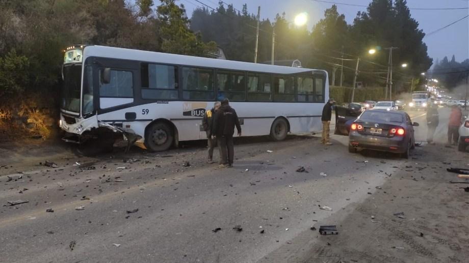 Se investiga cómo ocurrió el choque frontal en la avenida Bustillo a la altura del kilómetro 5,300. Gentileza