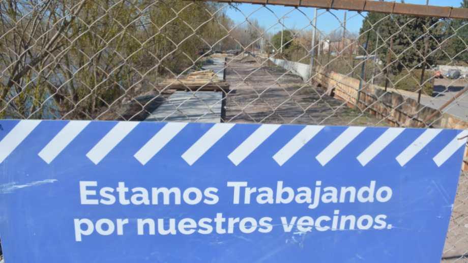 La avenida de la Costa quedó del lado privado, la ejecución del paseo costero avanza sobre el terraplén de defensa (foto Yamil Regules)