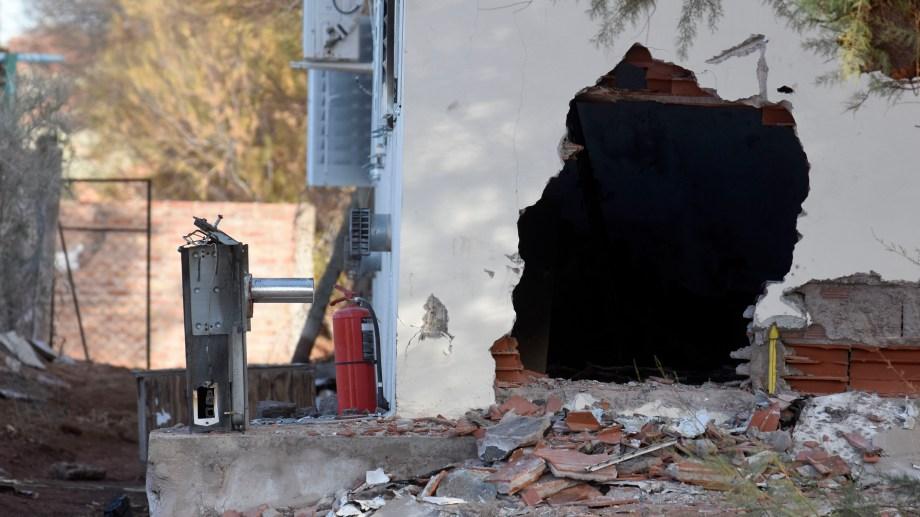 La explosión se produjo en la zona del albergue. El establecimiento se mantiene con custodia policial. Foto Florencia Salto.