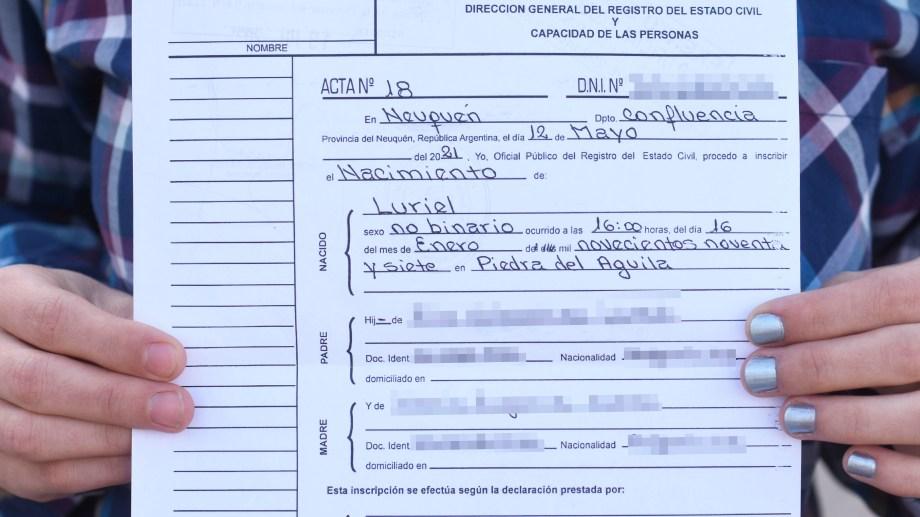 El DNI y el pasaporte a partir de hoy incluirán en la categoría sexo F, M o X. En la provincia ya hay actas rectificadas. Foto Florencia Salto.