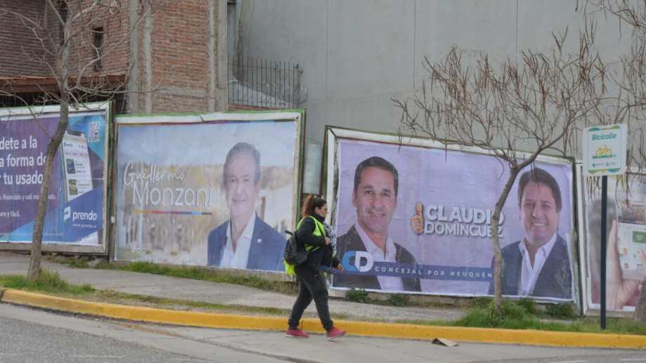 Los carteles de los candidatos fueron pegados antes de los establecido por el cronograma electoral. Foto: Yamil Regules