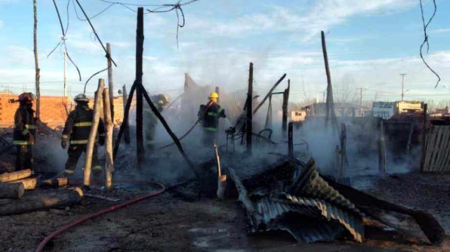 El incendio se declaró pasadas las 8:30, en la zona rural de Roca. (foto: gentileza)