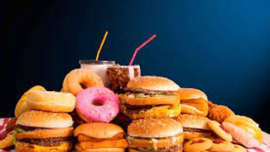 """""""La comida chatarra hay que comerla con conciencia, no pasarse de mambo. Cualquier comida en exceso hace mal""""."""