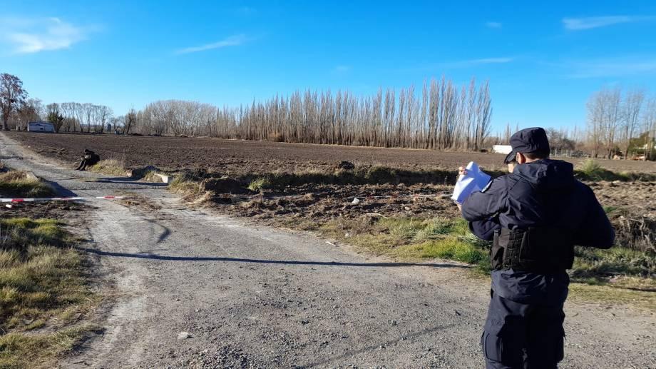 El cuerpo fue hallado en el acceso a una chacra, a la vera de la ruta 22, en Allen. (foto: gentileza ANAllen)