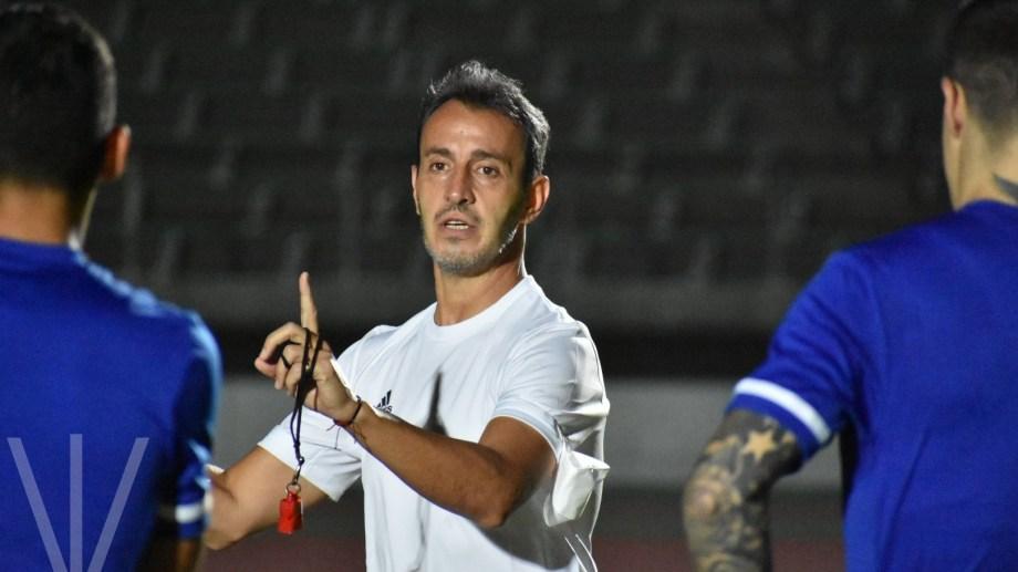 Fernando Batista es el entrenador de la selección sub 23 masculina de fútbol.