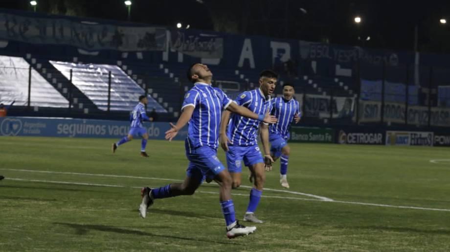 Leyes anotó el empate para Godoy Cruz y lo festejó con mucha emoción.