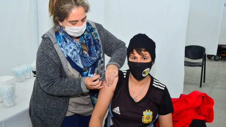 En el vacunatorio covid y centros de salud barriales de Regina, se atenderá a mayores de 18 años sin factores de riesgo. (Foto archivo)