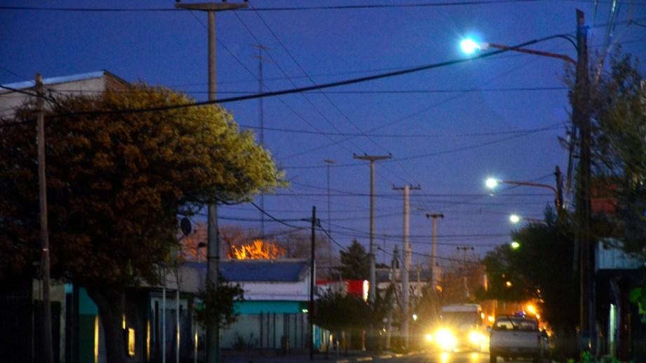 Vialidad Nacional entregó 150 equipos de luces led para el tramo de la Ruta 22 en Regina. (Foto Néstor Salas)