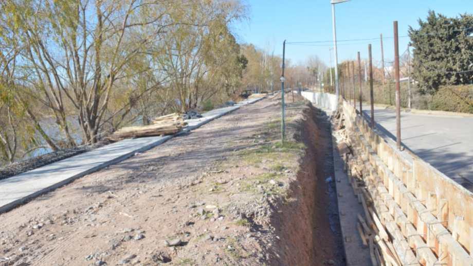Con la construcción de la pared de cemento ya no quedan dudas de que la calle que prometieron abrir quedará para el uso exclusivo del country.