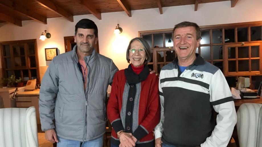 Javier Acevedo y Aníbal Tortoriello, con la flamante precandidata Adriana Fenouil. Foto: Gentileza