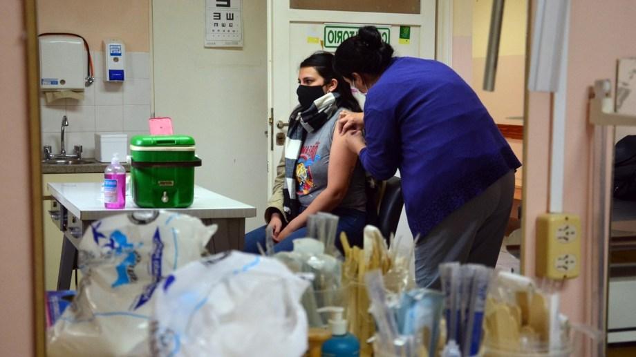 Vacunacón en el barrio 20 de Junio. Foto: Marcelo Ochoa