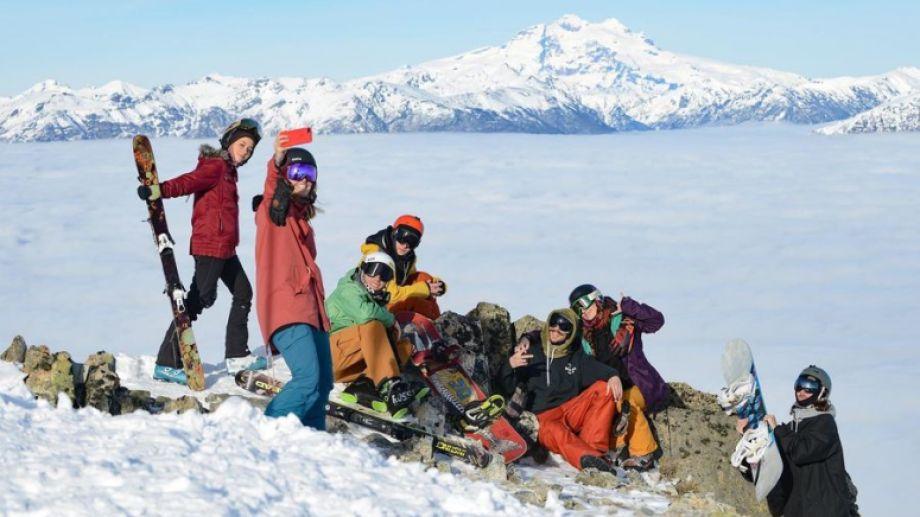 """Cerro Bayo, de Villa la Angostura: aseguran que tienen nieve para que los esquiadores """"se saquen el gusto"""". Foto: Gentileza Cerro Bayo."""