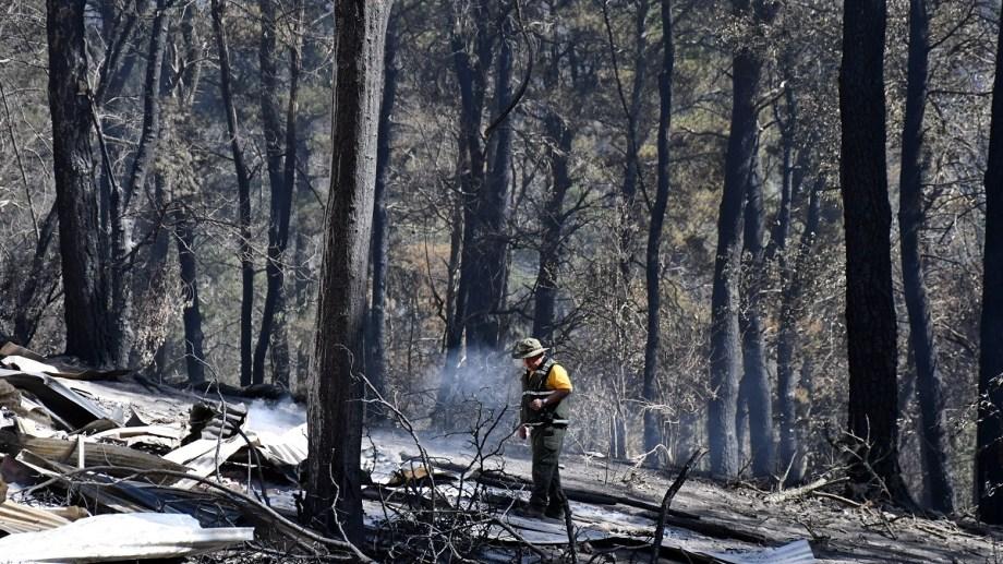 Los focos de incendios forestales en las serranías de Córdoba, que ayer arrasaron unas 80 cabañas en los alrededores de Potrero de Garay y obligaron a evacuar a varias familias. Foto: Agencia Télam.