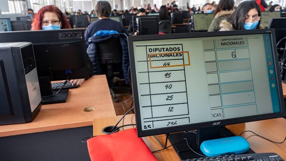 La Dirección Nacional Electoral (DINE) realizó hoy el simulacro general electoral, el mayor operativo de despliegue técnico y logístico previo a las primarias abiertas, simultáneas y obligatorias (PASO) del 12 de septiembre próximo. Foto Pepe Mateos DL