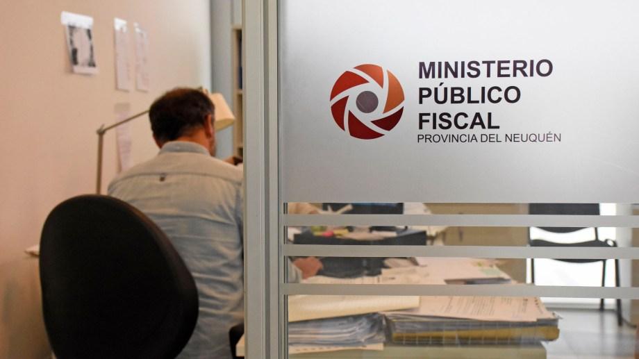 La formulación de cargos fue mediante videoconferencia, desde la sede del Ministerio público Fiscal de Neuquén. Foto: Florencia Salto