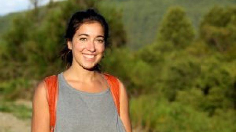 Agustina Torres realizó la investigaciones sobre invasiones biológicas en la Isla Victoria, en el Lago Nahuel Huapi.