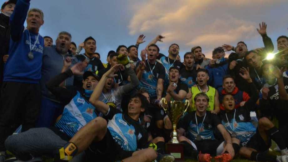 Rincón venció a Maronese y festejó su quinta Copa Neuquén. (Foto: Yamil Regules)