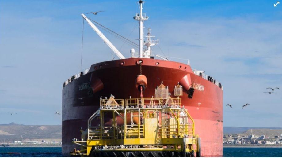 En el primer semestre del año se exportaron un poco más de 10 millones de barriles de petróleo de todas las cuencas, y uno de cada cuatro barriles correspondió al Medanito que incorpora la producción de Vaca Muerta.