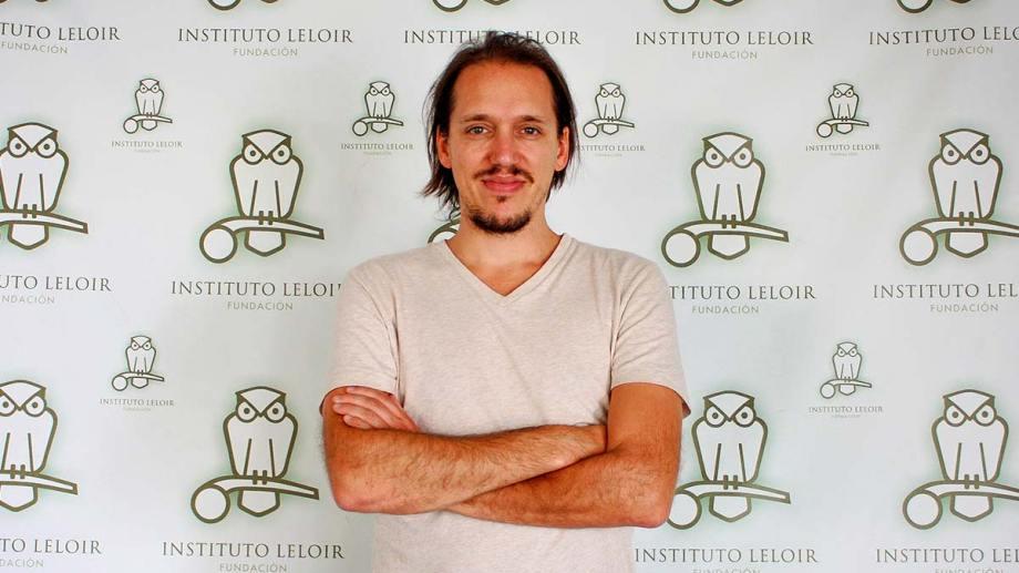 El investigador Emilio Kropff estaba interesado en diferentes disciplinas en su adolescencia. Ahora estudia fenómenos diversos