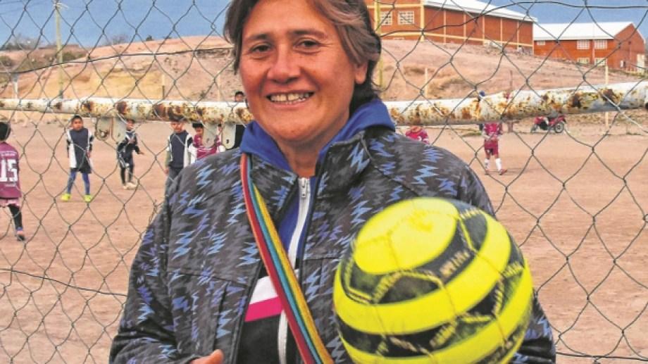 Andrea dirige el fútbol femenino en el Club Noroeste. Foto: Andrés Maripe