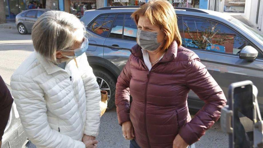 La presidenta del PRO caminó esta mañana por el centro de Roca y al mediodía participó de una actividad en Cipolletti. (Foto: Juan Thomes)