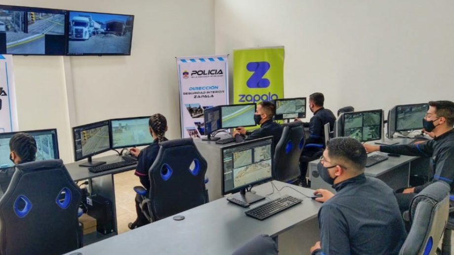 Ayer, Gutiérrez inauguró el centro de monitoreo de cámaras de seguridad en Zapala. (Gentileza Neuquén Informa)