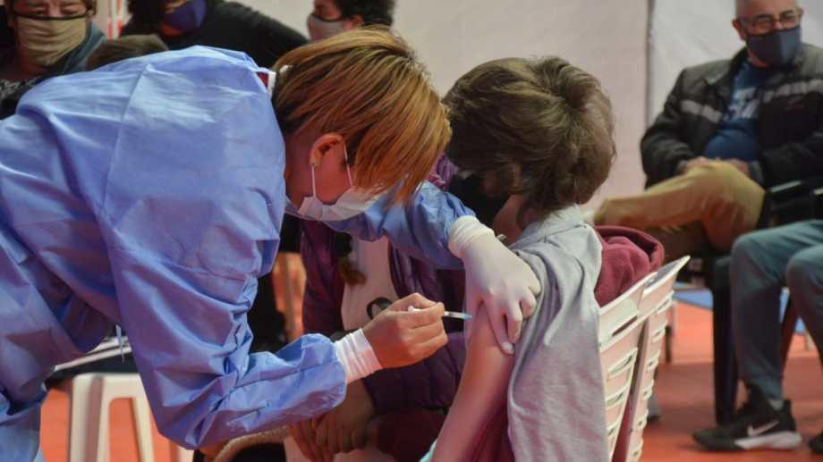 En octubre, en Neuquén, se comenzará a vacunar a adolescentes sin factores de riesgo.  Foto: archivo Yamil Regules