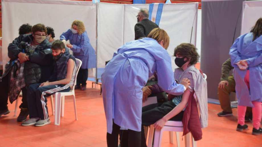 Con los arribos de Moderna, Neuquén inició la vacunación para menores de edad. Foto: Yamil Regules