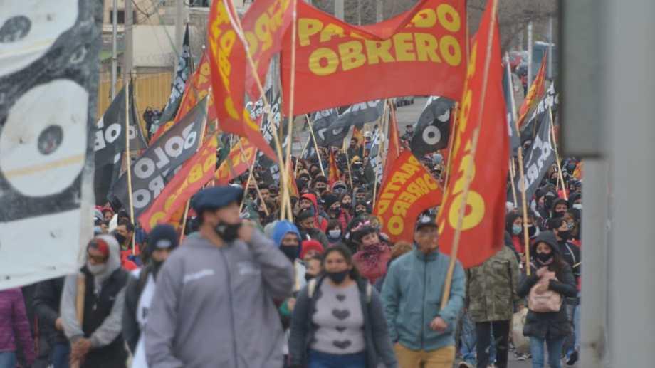 LOrganizaciones sociales realizaron la segunda jornada de cortes en los Puentes. Foto: Yamil Regules