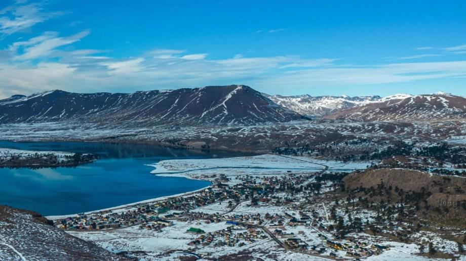 Caviahue. Nieve, montañas, lagunas y reflejos. Fotos: Agustín Lapajufker.